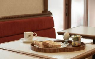 台北松山|喫茶小豆-微涼的早晨,用紅豆佐鮮奶油吐司來開啟一日